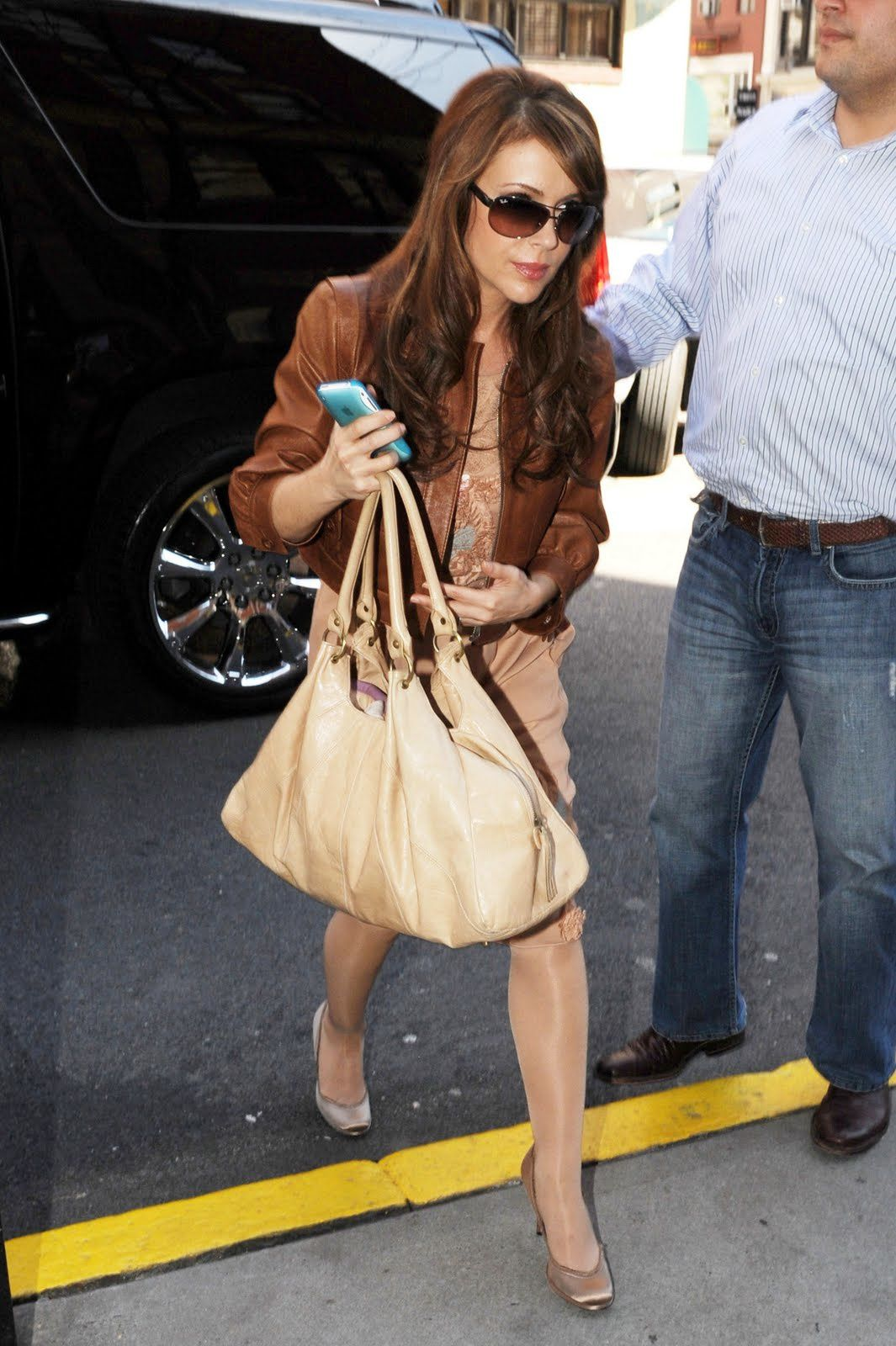 Alyssa_Milano_returns_to_her_Manhattan_hotel_03.31.09_314_1.jpg