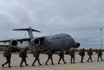 C-17 Globemaster III deliver French troops to Mali