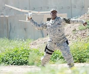 rq-11b-raven-us-army-soldier-launch-lg