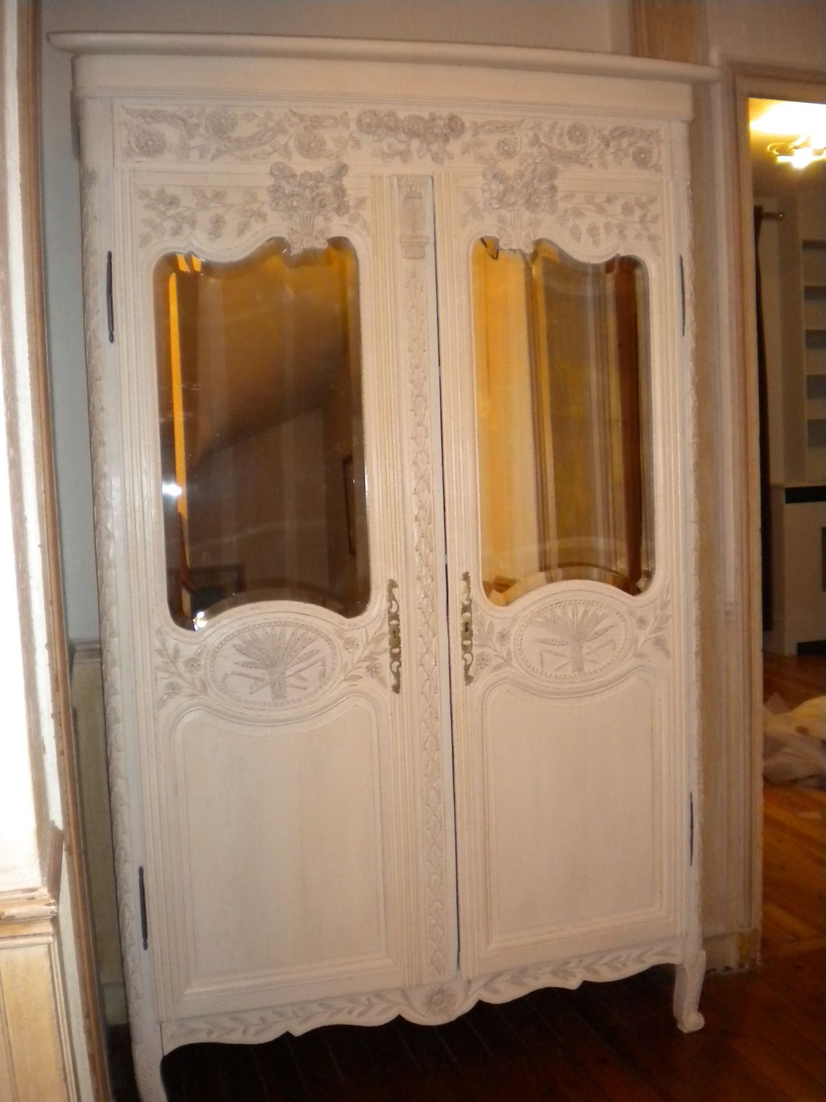 metamorphose d une armoire ancienne ambiance patine. Black Bedroom Furniture Sets. Home Design Ideas