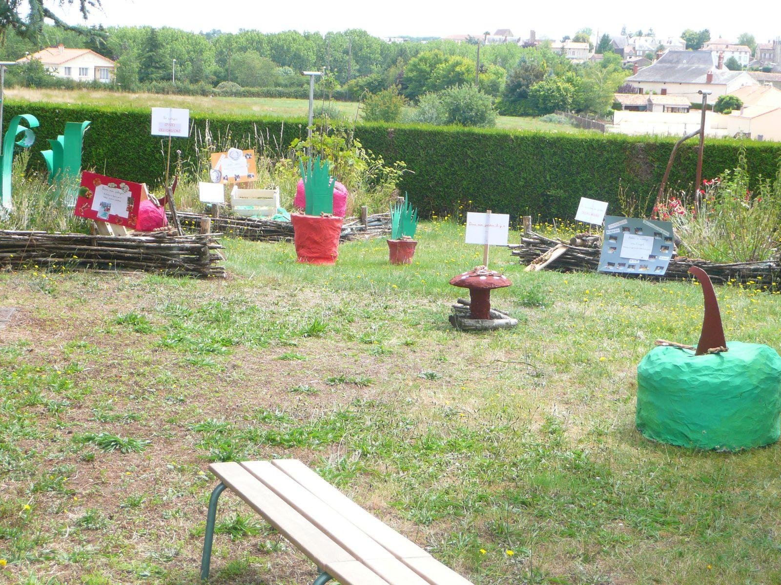 Album jardin des 5 sens ecole maternelle primaire for Jardin 44 des 5 sens