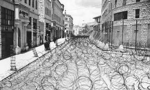 barbed_wire_to_separate_a_0101.jpg