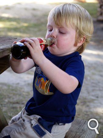 Enfant_buvant_du_soda.png