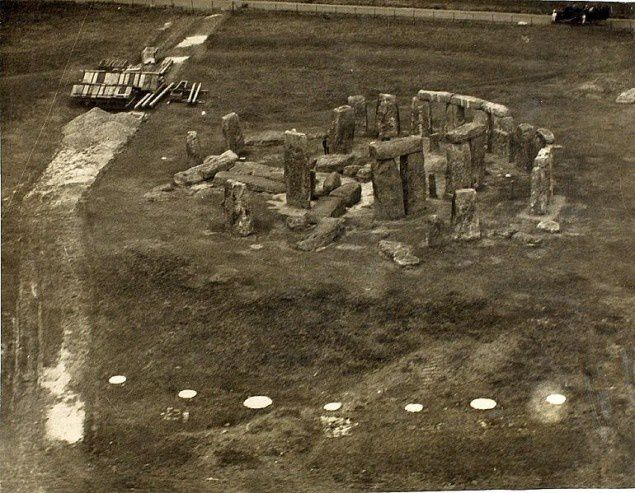 Stone_Henge_-_Salisbury_Plain_enhanced-635x493.jpg