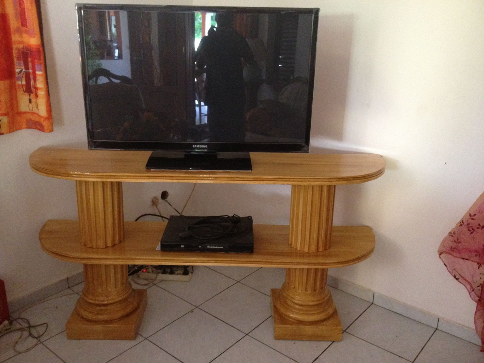 Stunning Les Table De Television Ideas Joshkrajcik Us  # Les Tables Televiseur En Bois
