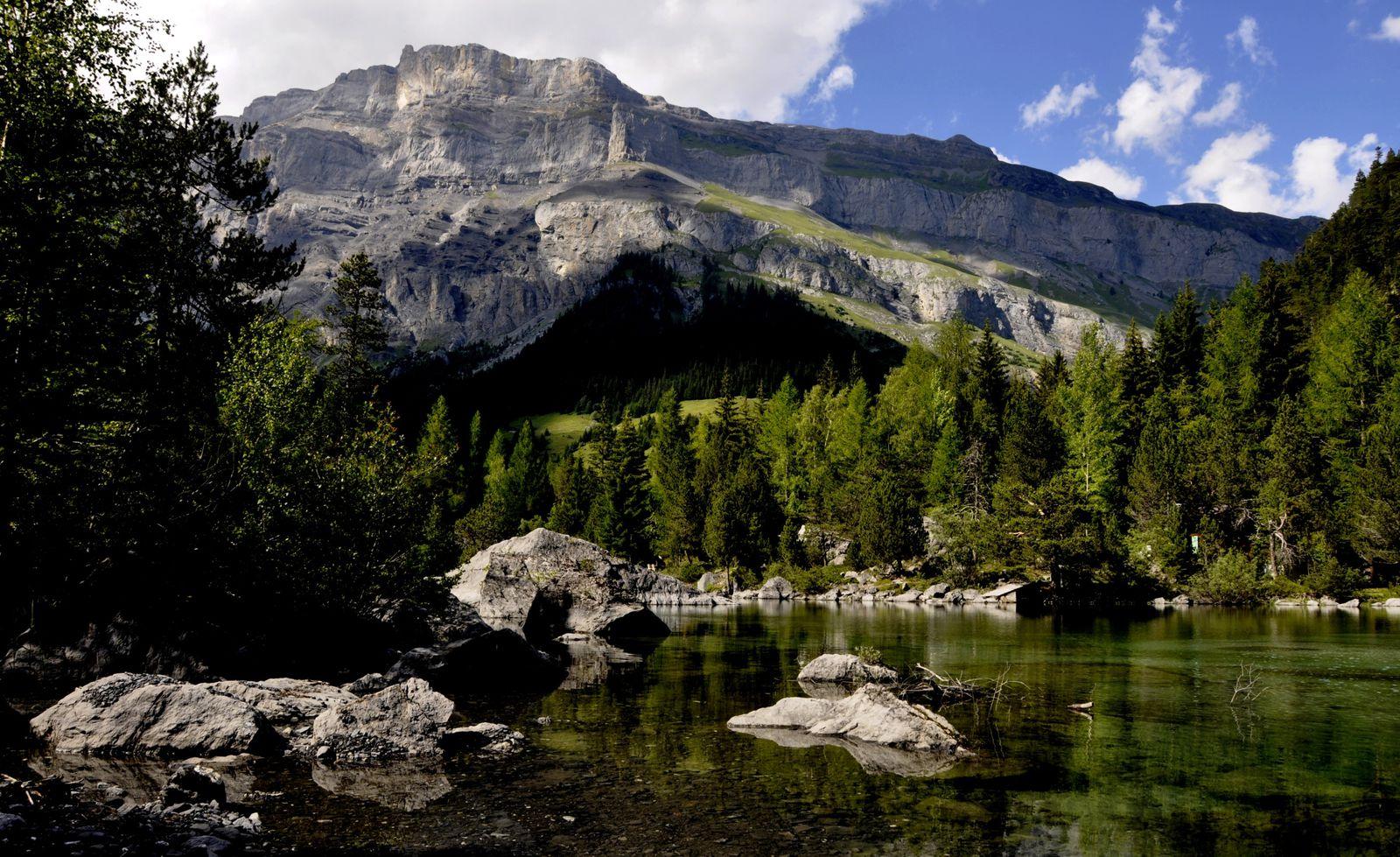 Lieu Magic situé en Valais Ouvrage: CF Ramuz Film : Francis Reusser Du Chaos, né la beauté...