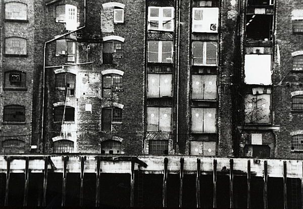 REPORTAGE LONDRES-B&W-RED