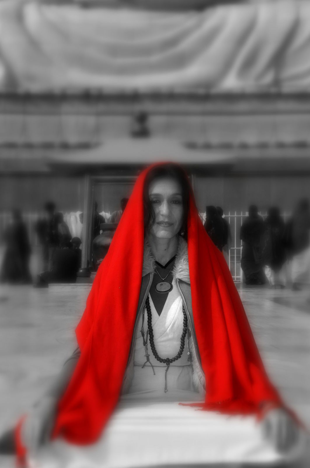 REPORTAGE  WOMAN-IN-RED