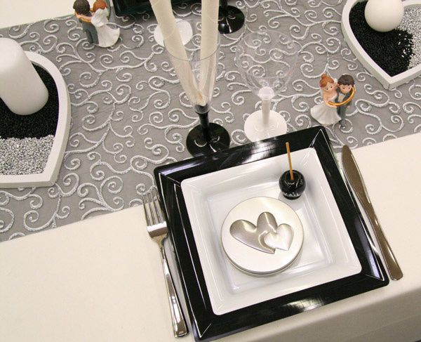 decoration de table pour mariage noir et blanc id es et. Black Bedroom Furniture Sets. Home Design Ideas