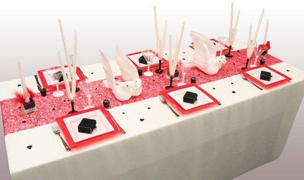 D coration de table colombes en rouge noir et blanc - Decoration de table rouge et blanc ...