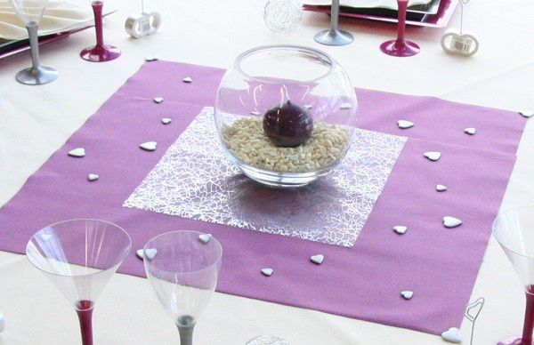 Decoration de table mariage decoration mariage astuces - Chemin de table pour table ronde ...
