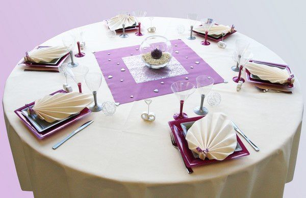 Decoration de table mariage decoration mariage astuces for Nappe centre de table