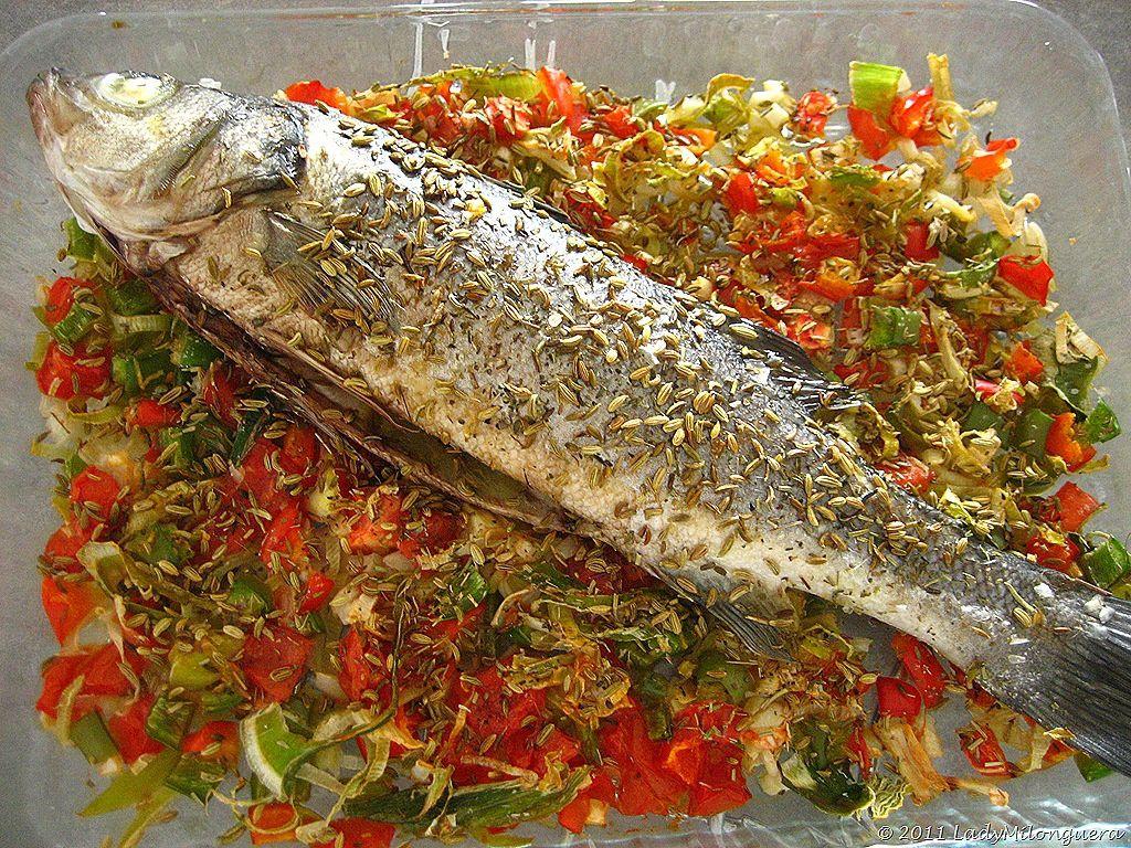 Loup sur lit de tomates et poivrons un siphon fon fon un siphon fon fon - Recette poisson grille au four ...