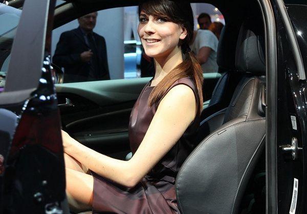 les h tesses du mondial de l automobile de paris 2012 partie 3 off road generation. Black Bedroom Furniture Sets. Home Design Ideas