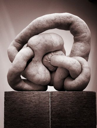 greece-arts-330x438-sarah-lucas-nud-cycladic-15.jpg