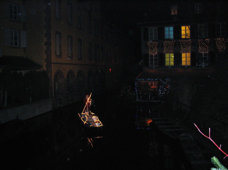 Eguisheim, Kaysersberg, Riquewihr, Ribeauvillé... Ces petits villages s'animent au mois de décembre. Venez découvrir l'ambiance des marchés de noël avec ses cabanons en bois, son artisanat, son vin chaud, ses épices et petits gâteaux. Sans oublier Colmar...