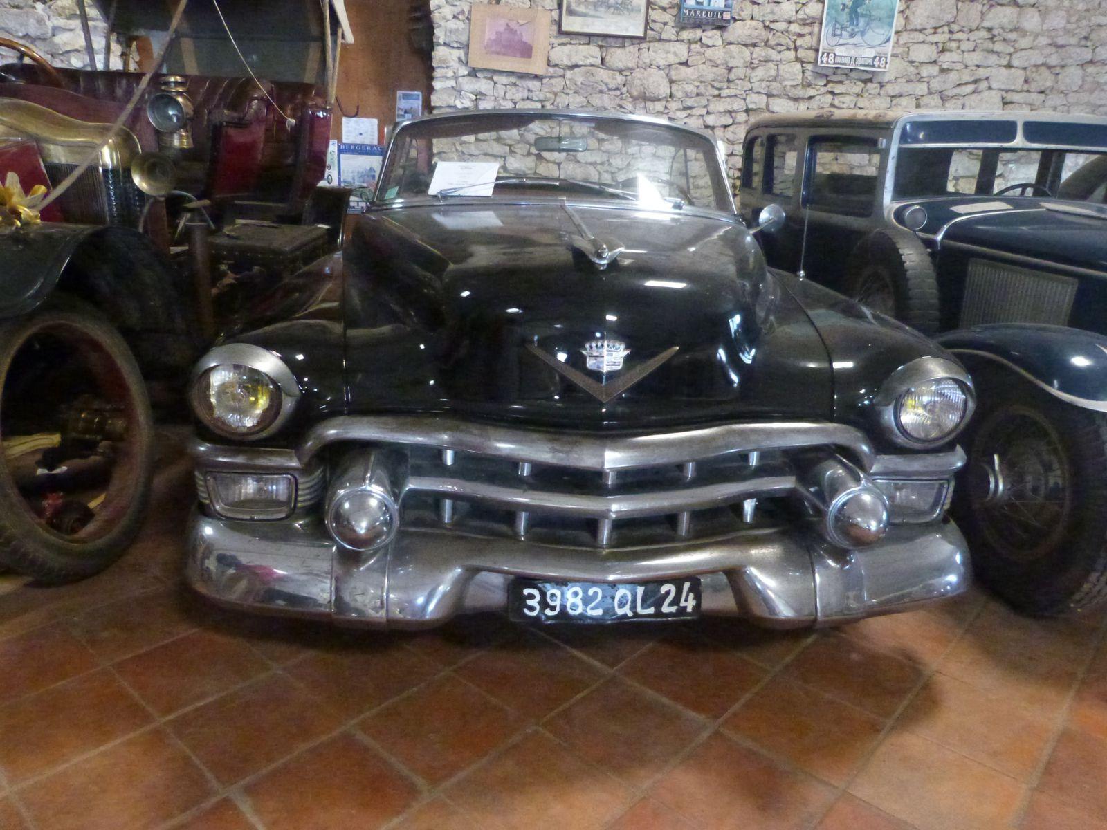 Visite au château de Sanxet (musée des voitures anciennes), janvier 2015 : Morgane, Hugo, Kévin, Domi, Nico.