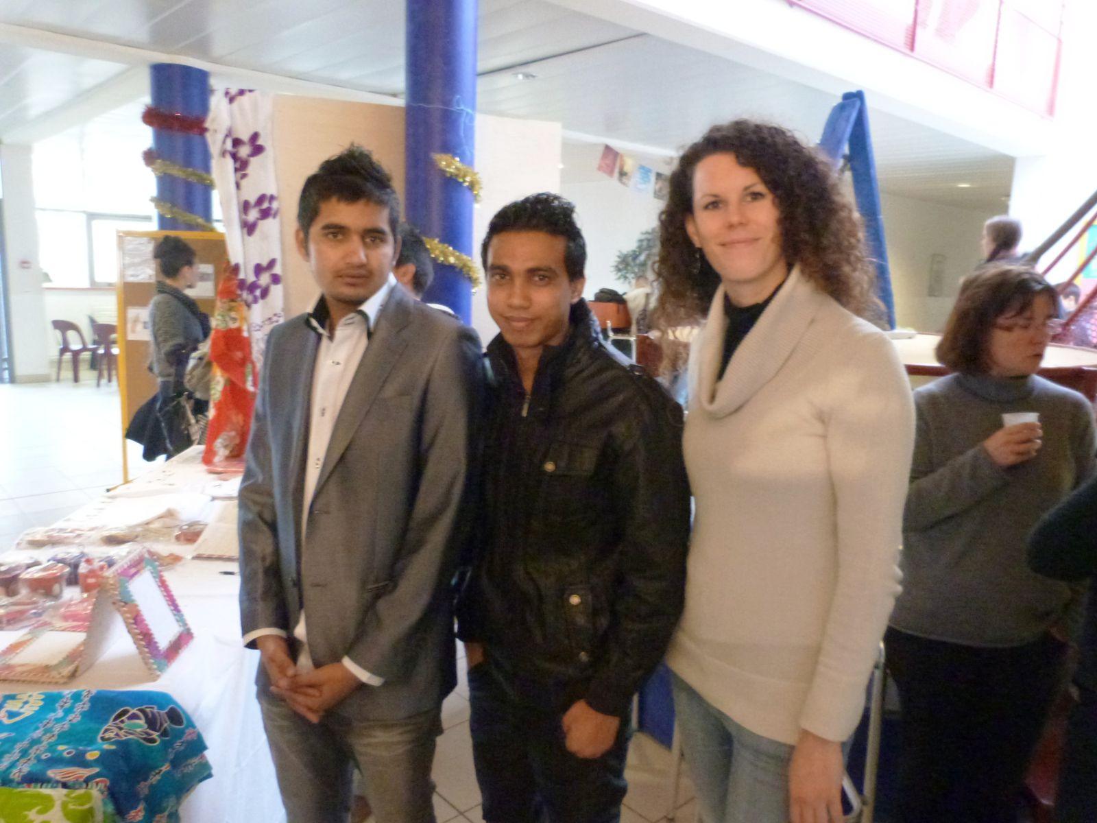 Décembre 2012 : Journée de vente en faveur de Madagascar au sein du lycée Jean Capelle à Bergerac à l'initiative d'Adnan