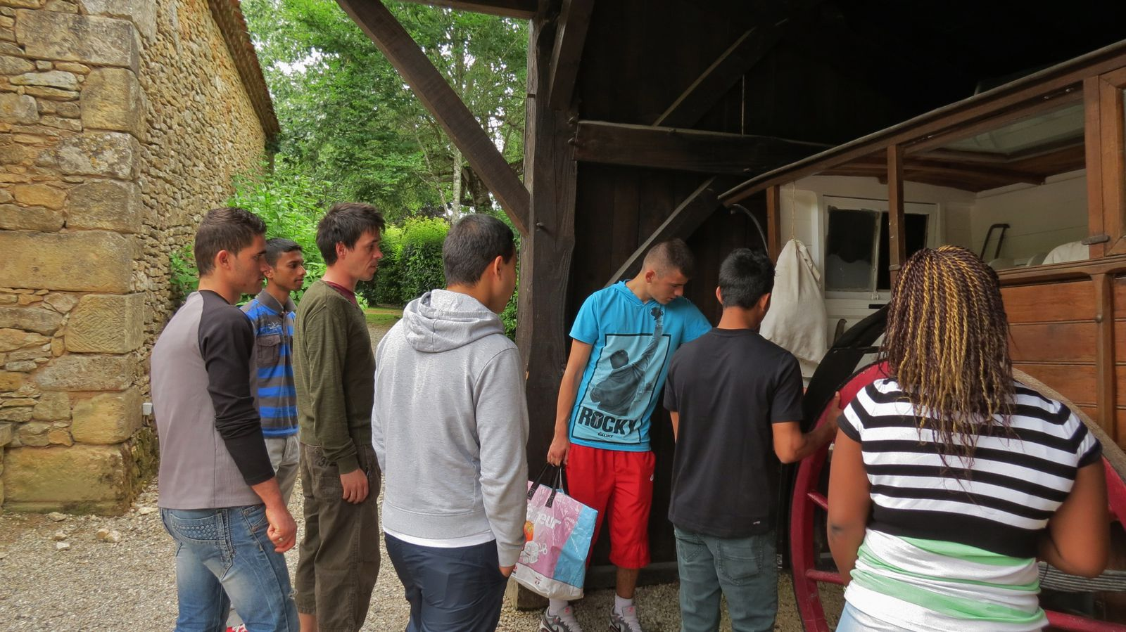 Notre visite du Bournat en juin 2013 : Angélique, Erzorig, Kamal, Kévin, Mariglen, Mohamed, Saiful + Emilie, Nicolas
