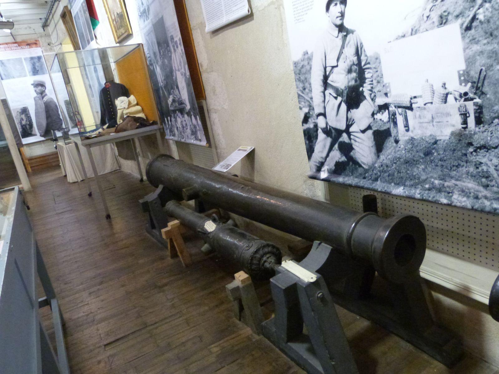 Musée militaire de Périgueux, octobre 2014, Kévin, Redi, Eloïse, Joy