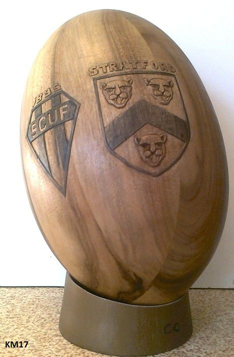 ballon de rugby en bois. Black Bedroom Furniture Sets. Home Design Ideas