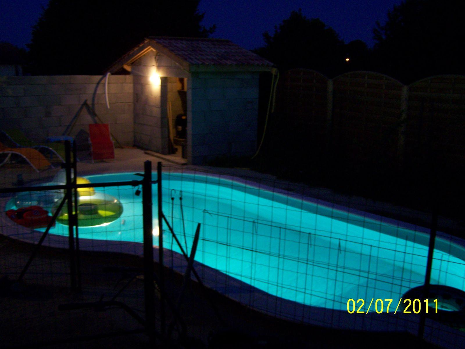 quelques photos le soir montage piscine waterair. Black Bedroom Furniture Sets. Home Design Ideas