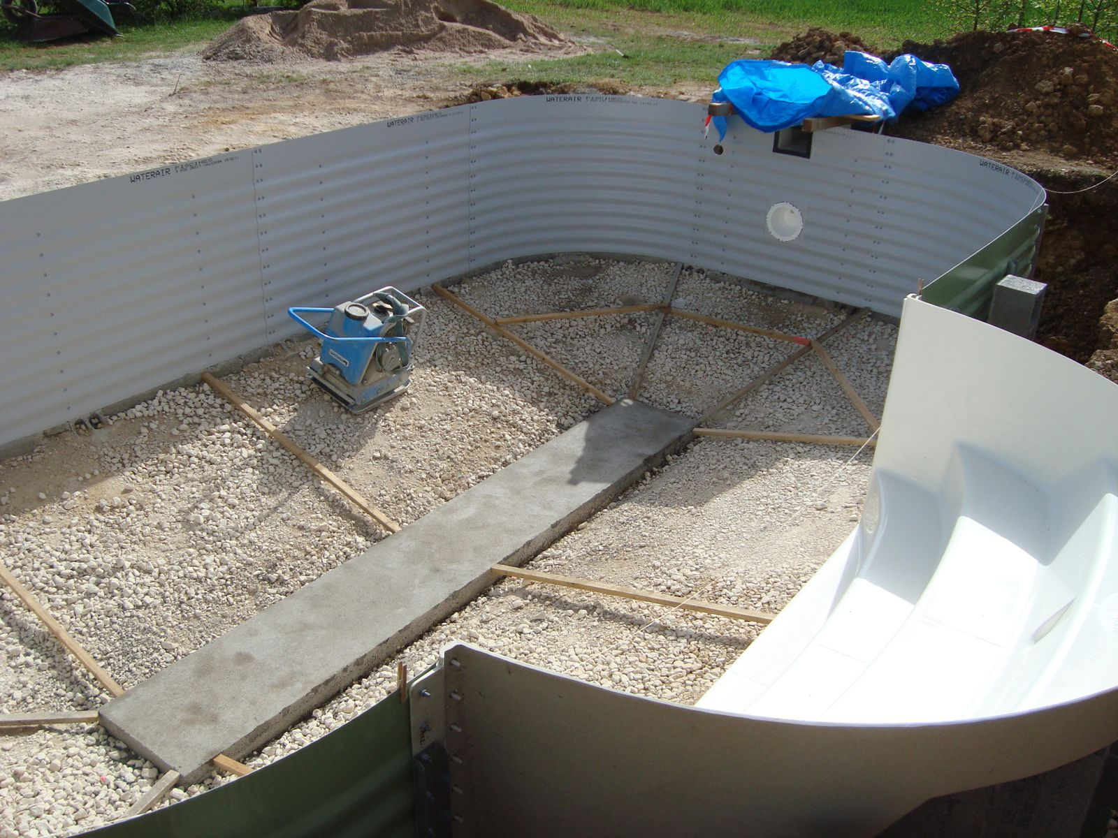 Album 9 r alisation du radier construction piscine for Construction piscine 07