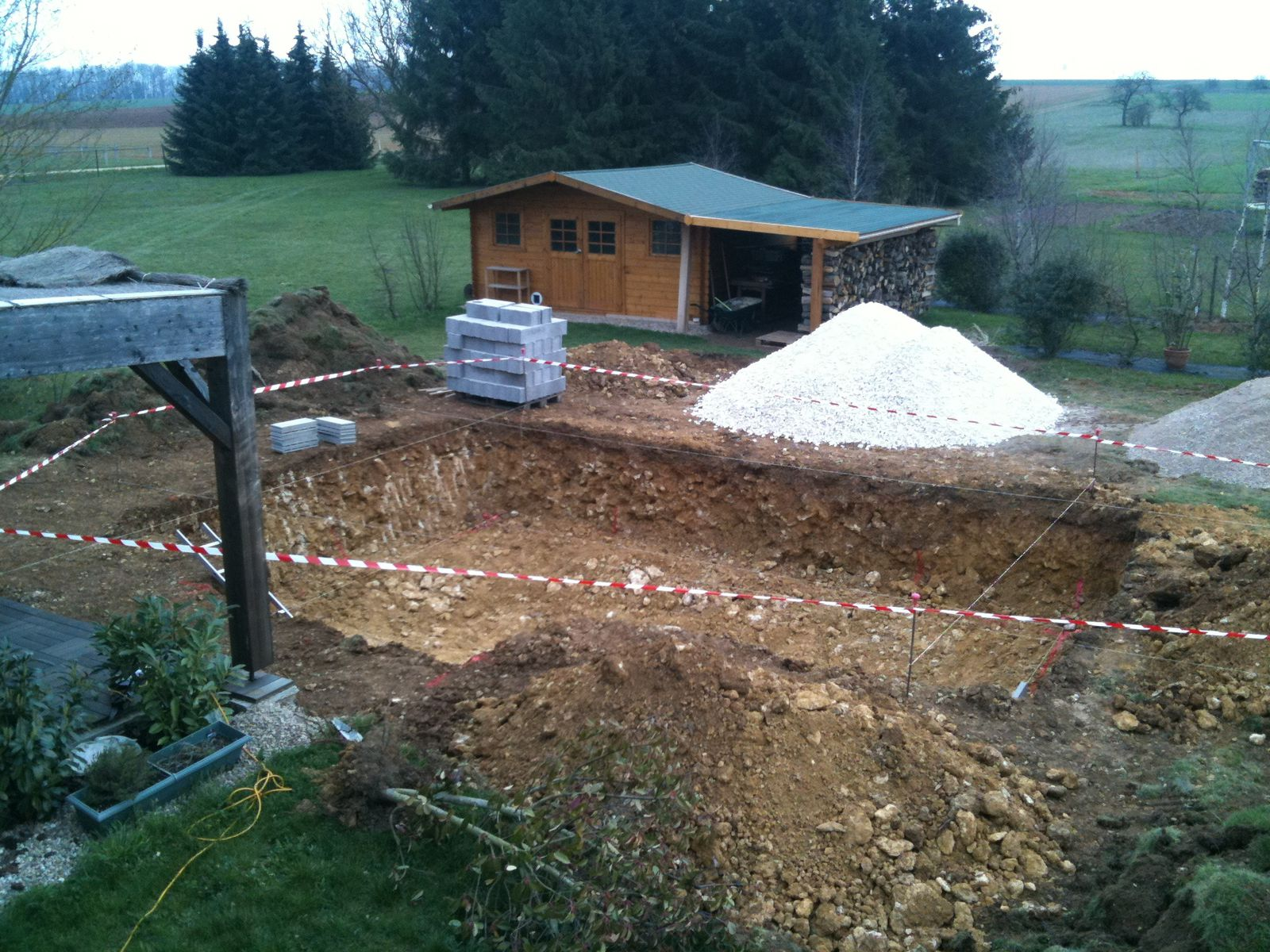 Album 2 le terrassement construction piscine for Construction piscine 76