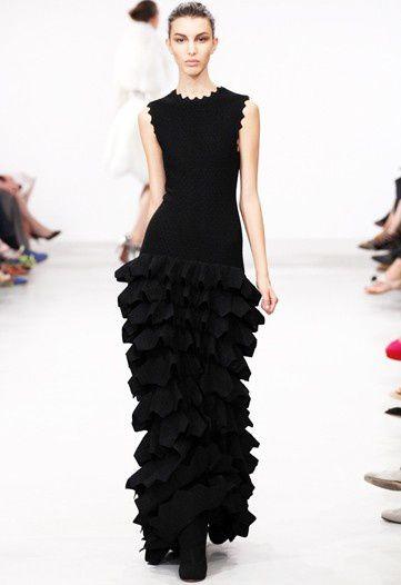 Azzedine-Alaïa-Haute-Couture-Fall-2011-17