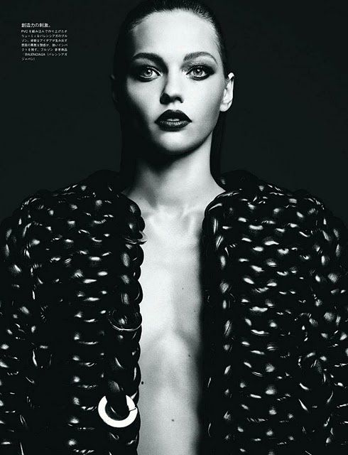 Sasha Pivovarova Vogue Japan aout 2011 1