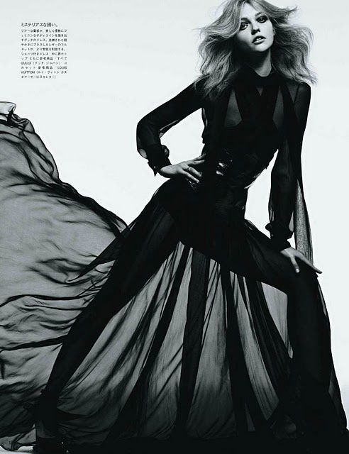 Sasha Pivovarova Vogue Japan aout 2011