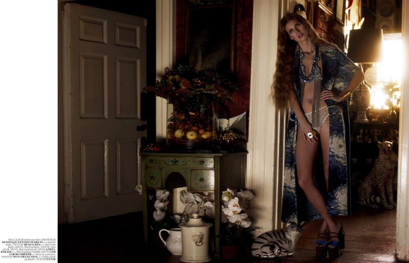 Malgosia-Bela-for-Vogue-Turkey-April-2011-by-Cuney-copie-5.jpg
