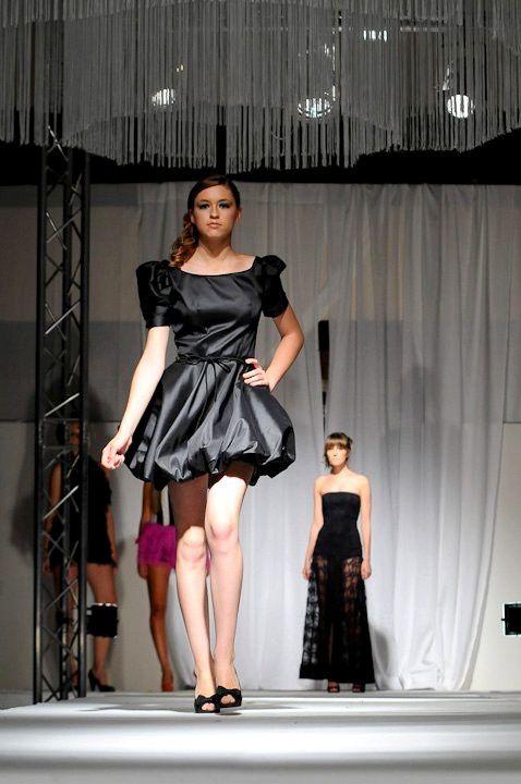 kassandra-david-pour-le-defile-du-09.06.2011-IBS-copie-1.jpg