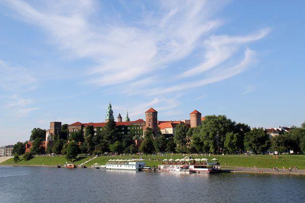 Photo-du-chateau-wawel-de-Cracovie-ou-cracow-depuis-le-pont.jpg