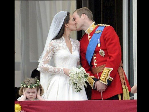 People-mariage-princier-kate-middleton-prince-carosse-bisou