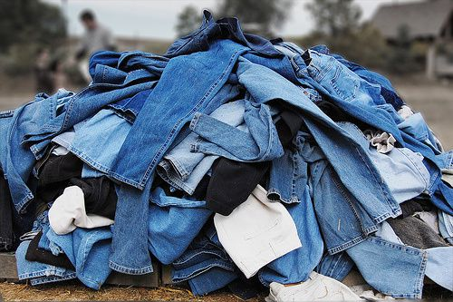 Jeans-Homme-Recyclage-Pile.jpg