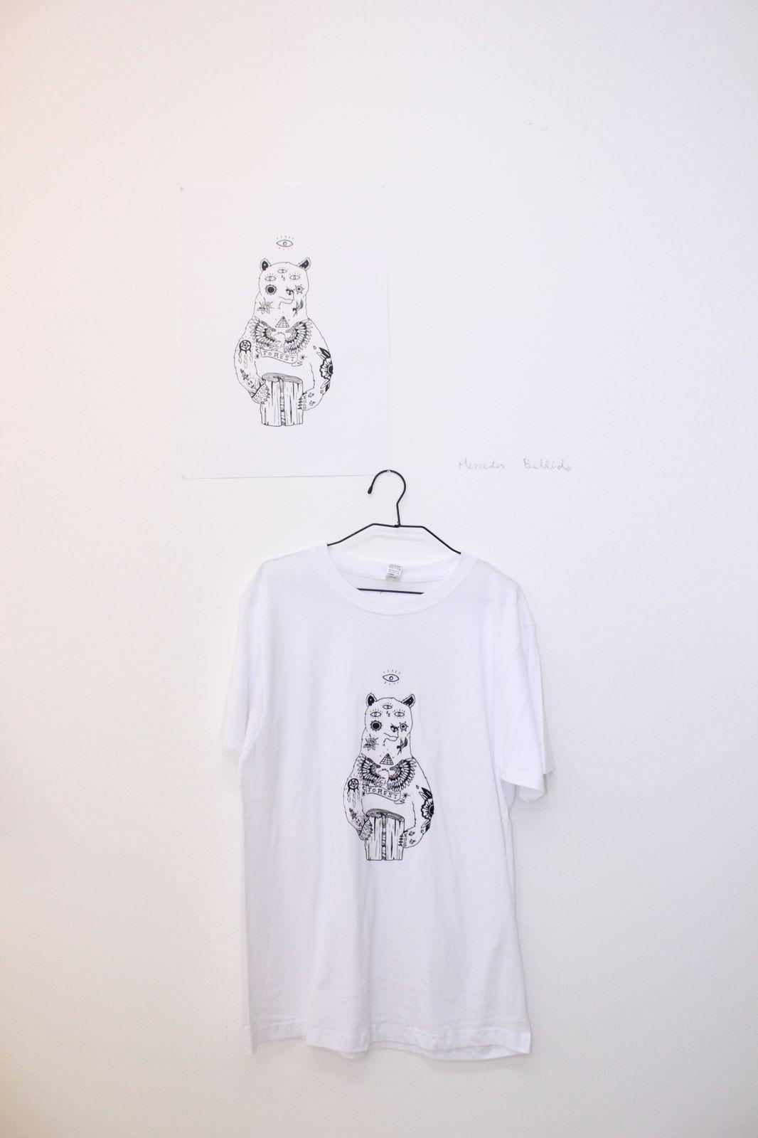 """[Description]  Exposition des visuels lauréats du concours PI-POINT 2012 du 27/04 au 05/05.  Le collectif espagnol PI-PA (PisoPasillo) en collaboration avec POINT8 a organisé un concours de visuels pour la création de T-shirts dont la vente permettra de financer le festival """"EX–TENDIDO"""" premier festival d'artistes émergents de la ville de Cuenca, by PisoPasillo (http://pisopasillo.wordpress.com/).  Venez découvrir la série limitée de T-shirts PI-POINT dès le soir de l'inauguration et repartez avec une création originale d'un des artistes sélectionnés !"""