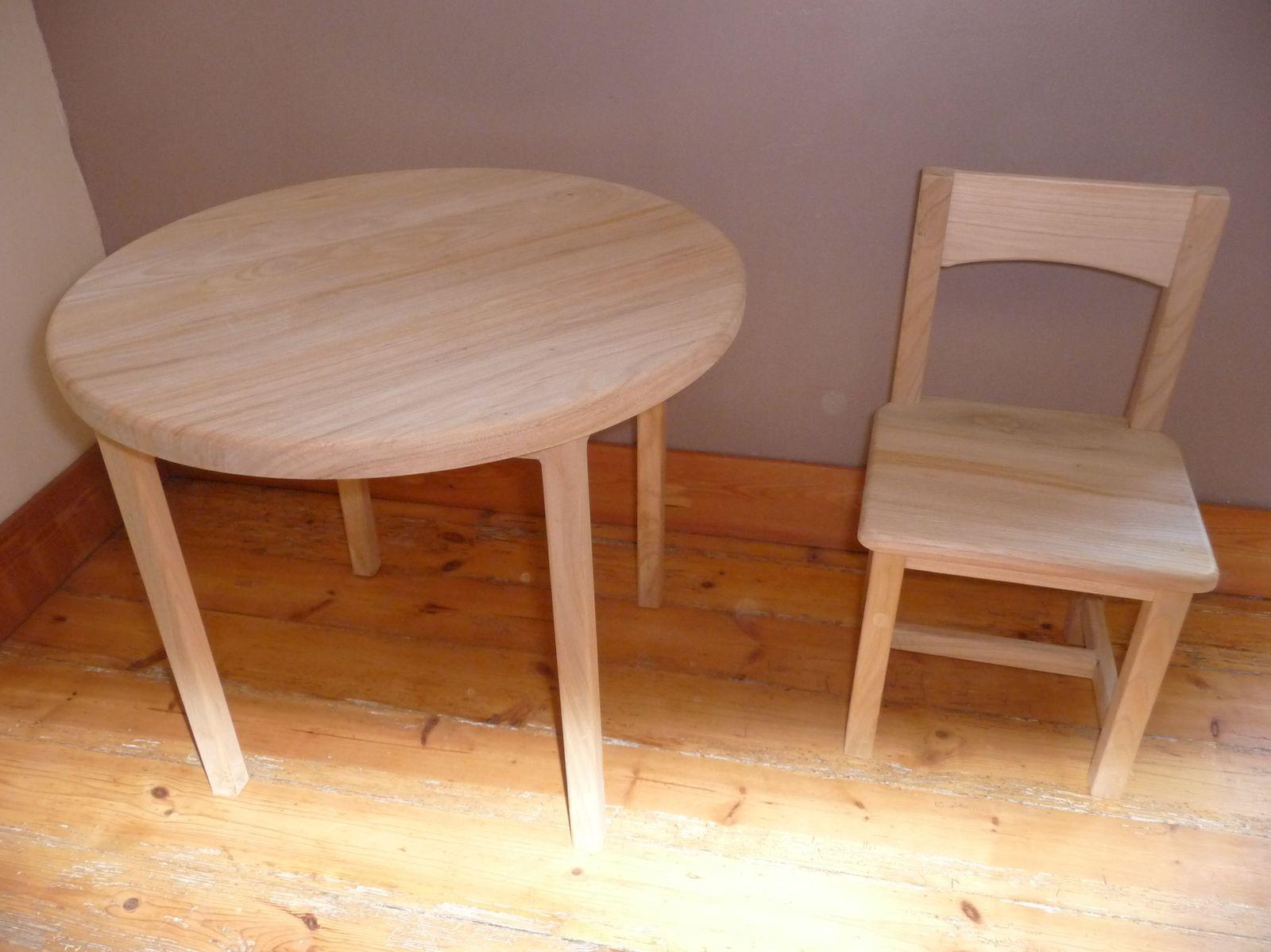 Petite table et chaise laur loula jouets en bois naturel for Table et chaise petite fille
