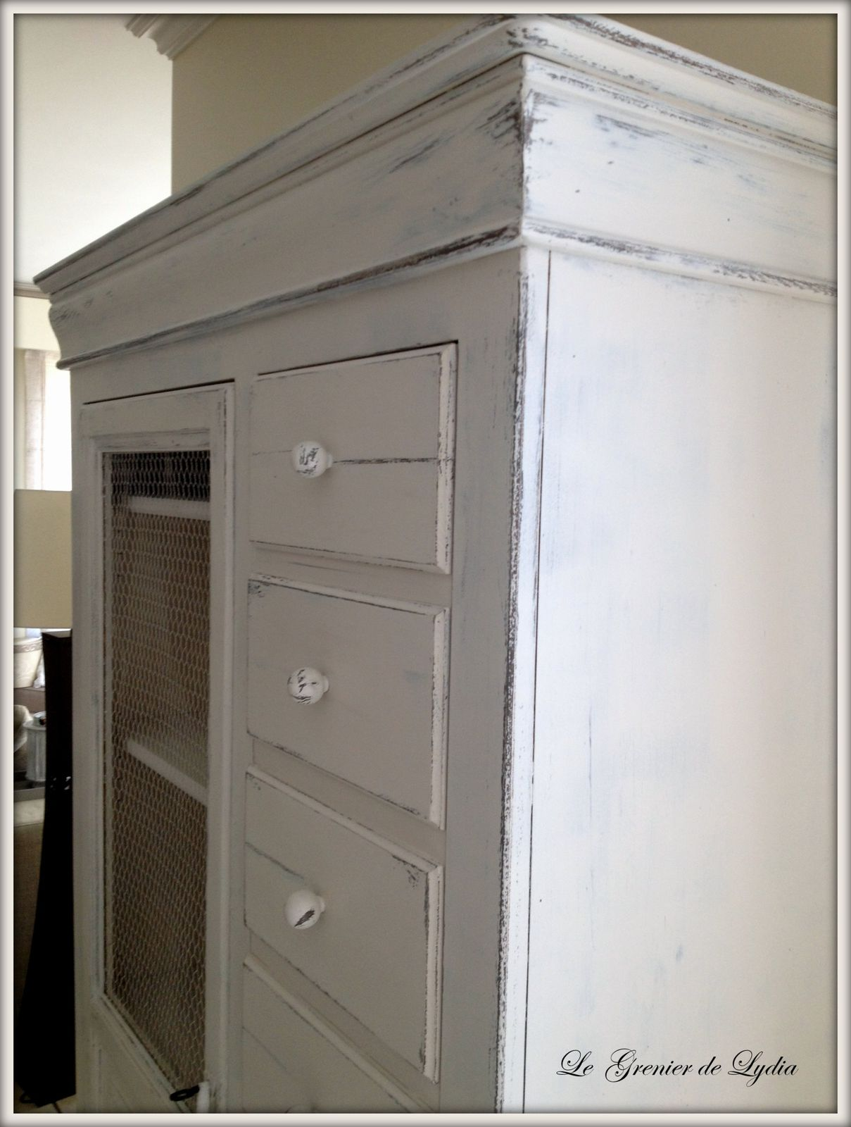 relooking d 39 une armoire proven ale et d 39 une bonneti re relooking de meubles meubles. Black Bedroom Furniture Sets. Home Design Ideas