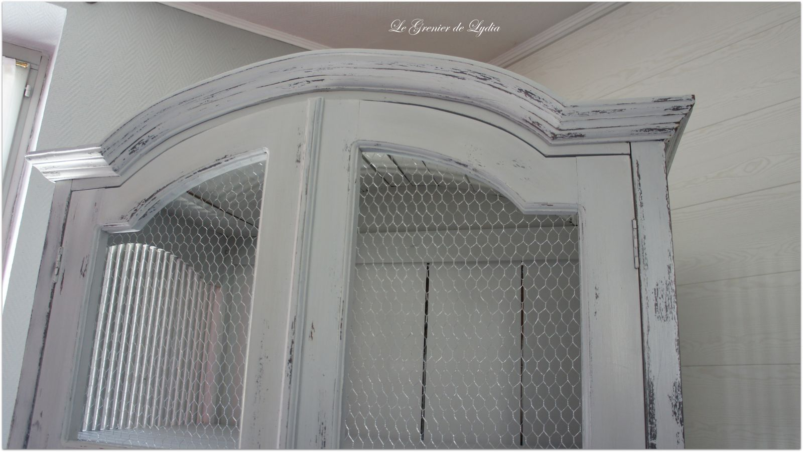 Relooking suite armoire patin e shabby relooking de for Peinture effet patine