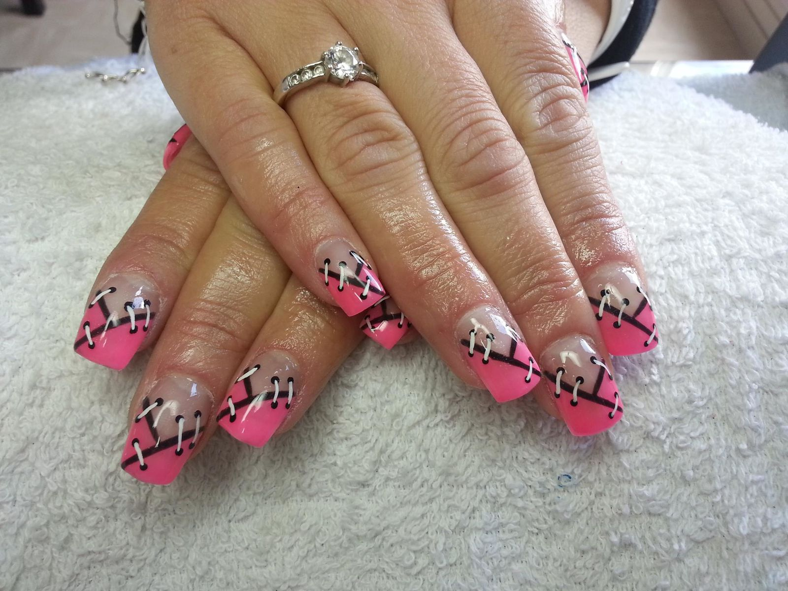 Decoration ongle guess for Comdecoration pour ongle