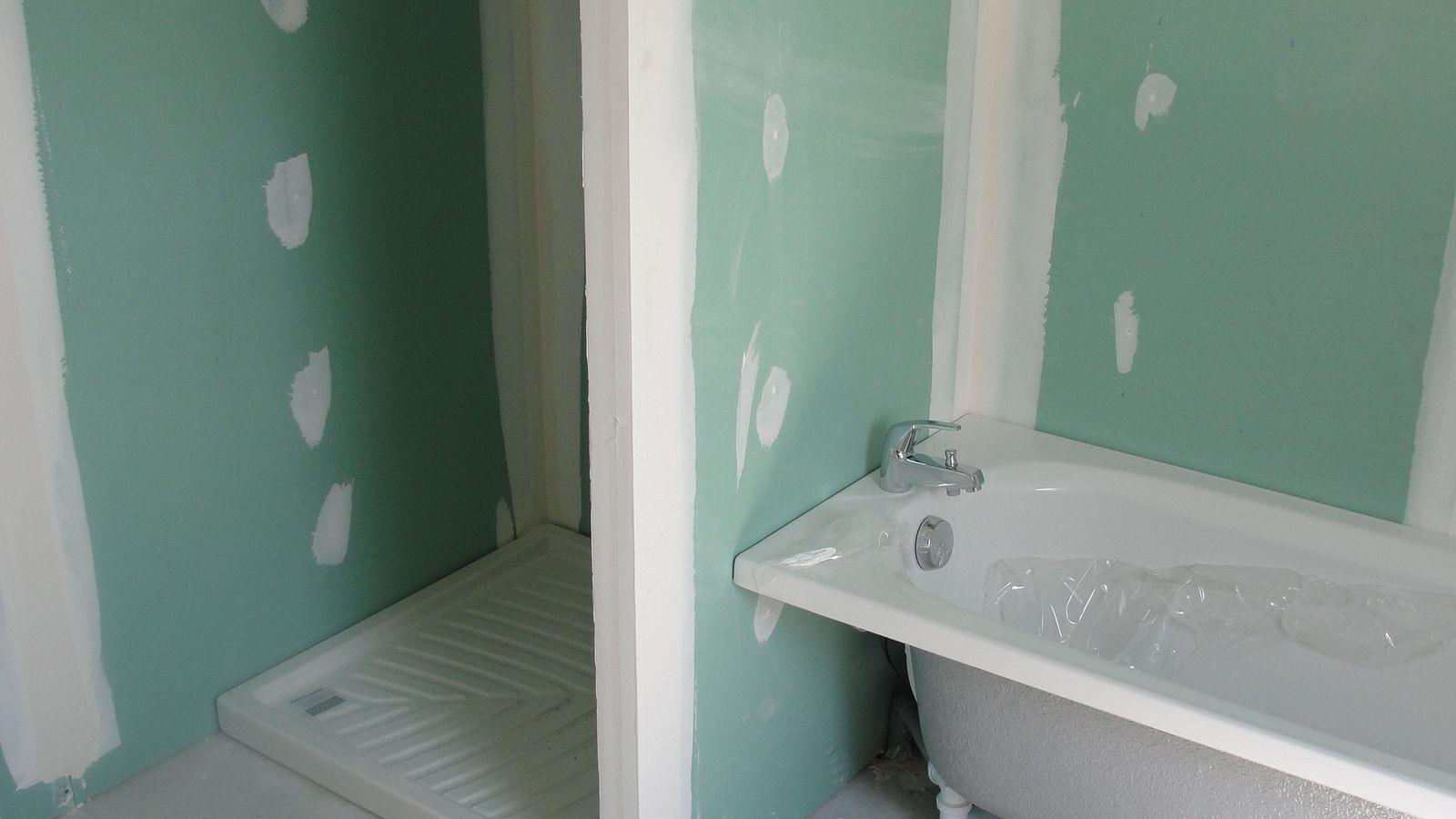 Salle de bain notre chantier avec le constructeur cdr for Articles de salle de bain