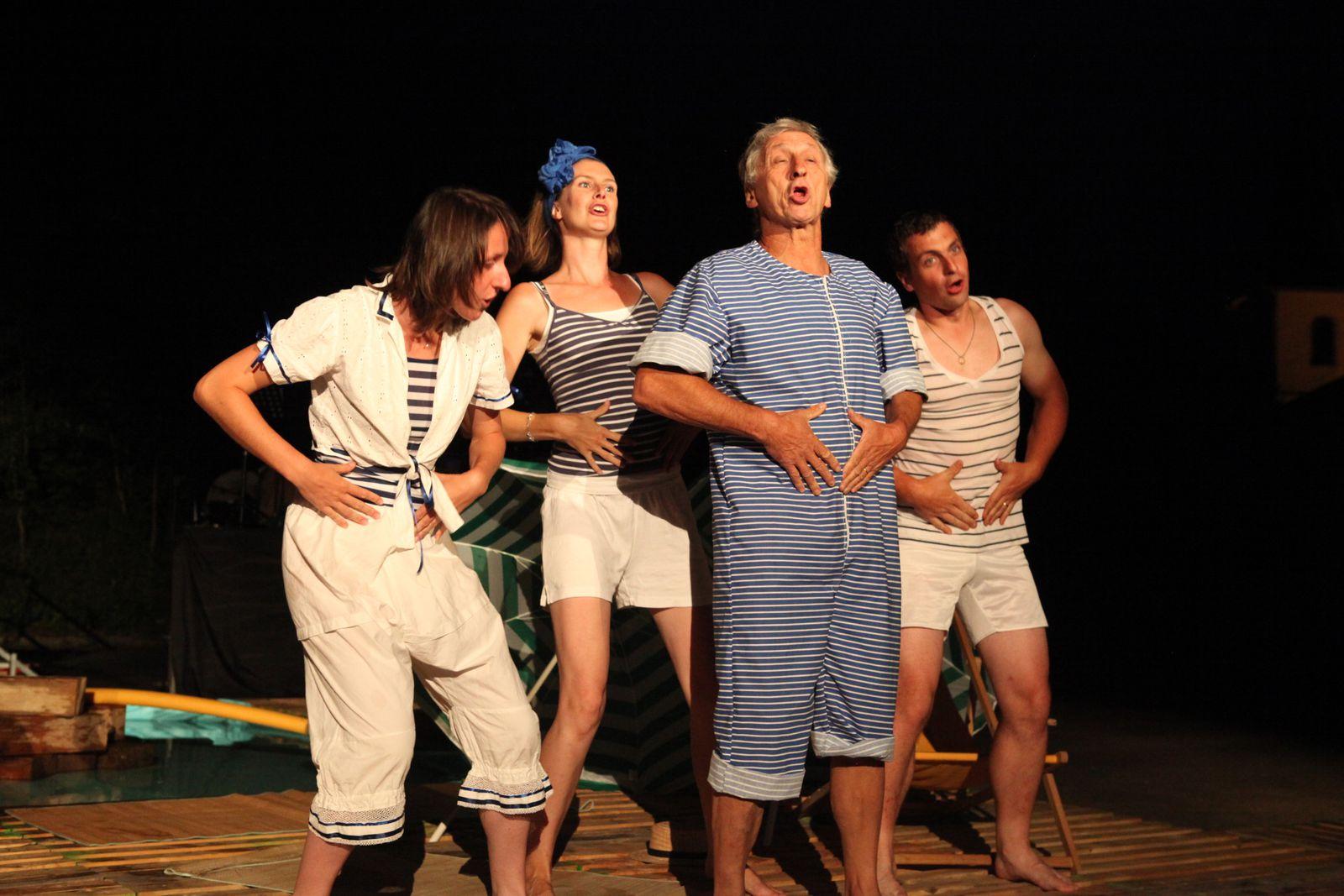 Un spectacle pour celles et ceux qui n'ont pas les moyens de se payer des vacances à la mer… Pour les autres aussi.(photos couleur Gaby Marck - photos NB Elodie Mattler)