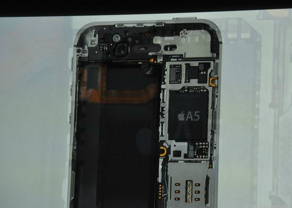 iPhone4S_guts.png