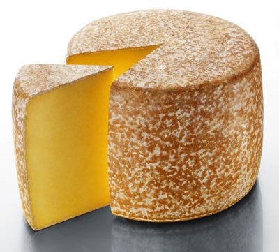 fromage-aop-cantal_2.jpg