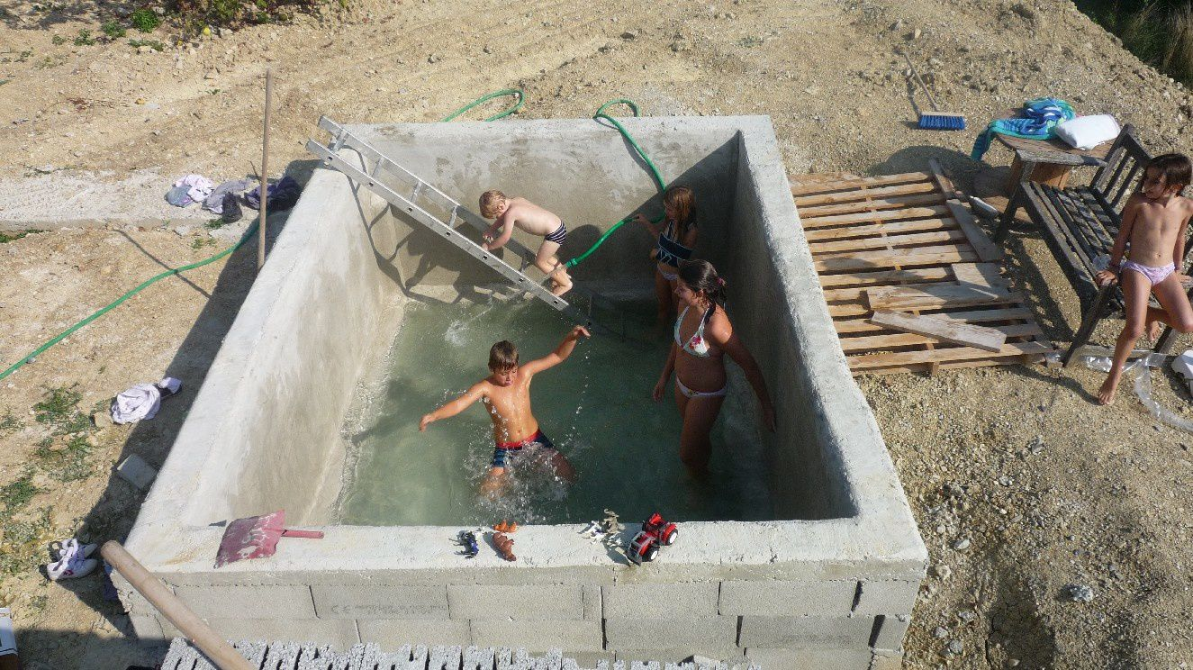 Le blog de pasapailledelavande autoconstruction d 39 une for Autoconstruction piscine
