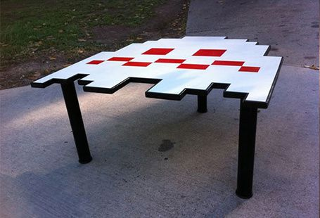 table-space-invaders.jpg