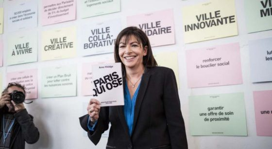 1520-anne-hidalgo-met-le-turbo-parismatch.com