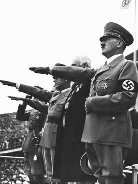 Allemagne-Hitler-salue-drapeau-olympique-ouverture-1er-aou.JPG