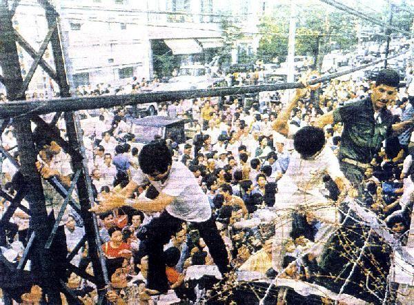 USA-1975_Chute_Saigon.JPG